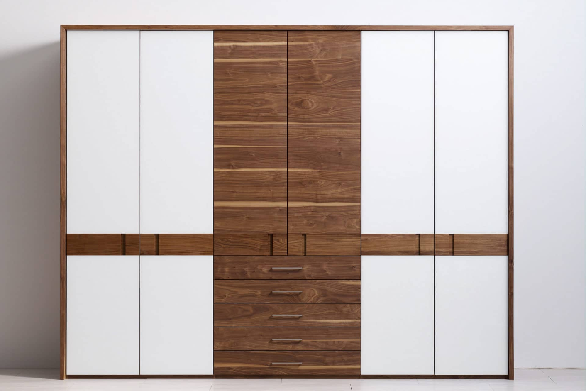 schrank rio mit glas in astnuss ko control. Black Bedroom Furniture Sets. Home Design Ideas